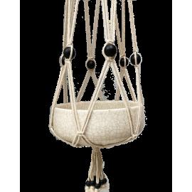 Witte, macramé, katoenen hanger met zwarte, houten kralen