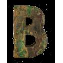 Houten letter B gemaakt van oude vissersbootjes