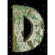 Houten letter D gemaakt van oude vissersbootjes